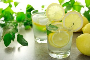 two-glasses-of-lemon-water
